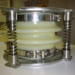 PVC-Kompensator mit zwei Wellen und zusätzlicher Federunterstützung für Schüttgut 60°C Stahlteile aus 1.4301