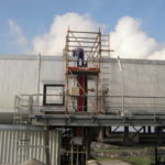 Während der Kompensatormontage im Stahlwerk
